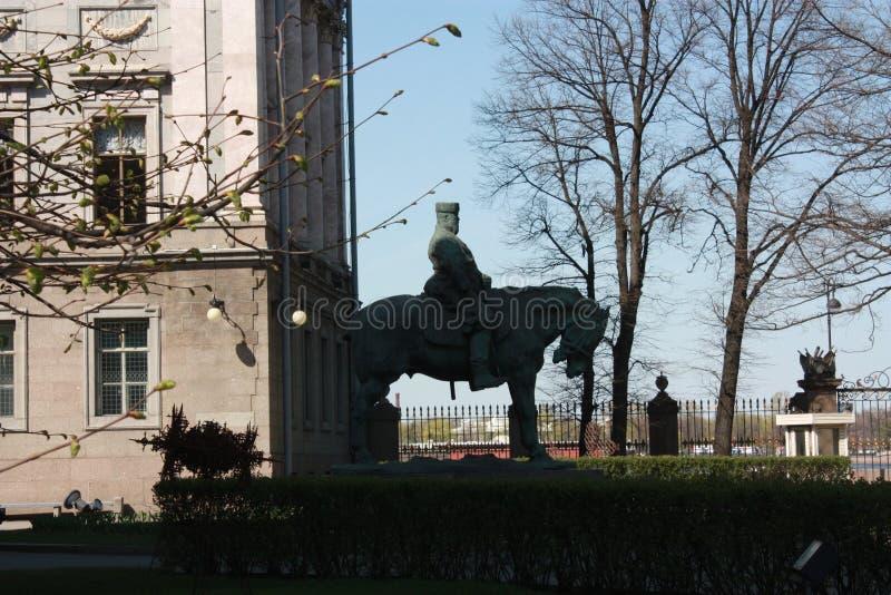 Σκιαγραφία του μνημείου στο βασιλιά στοκ φωτογραφία με δικαίωμα ελεύθερης χρήσης
