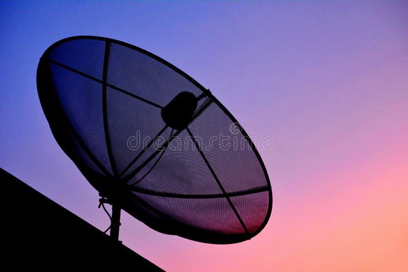 Σκιαγραφία του δορυφόρου στοκ εικόνες