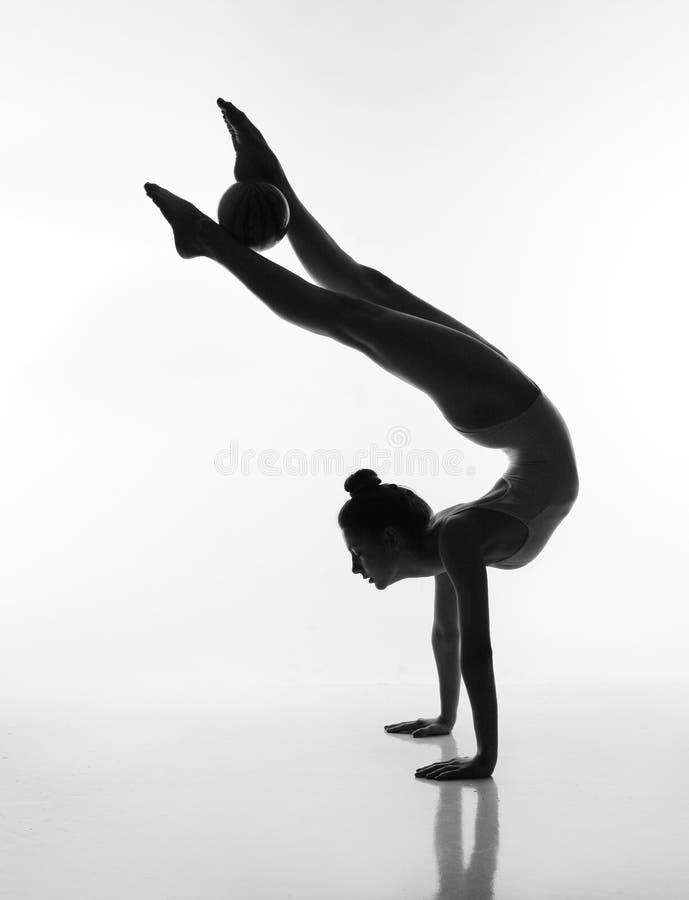 Σκιαγραφία του ballerina στο άσπρο υπόβαθρο στοκ φωτογραφία με δικαίωμα ελεύθερης χρήσης