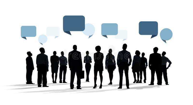 Σκιαγραφία των επιχειρηματιών με τις λεκτικές φυσαλίδες ελεύθερη απεικόνιση δικαιώματος