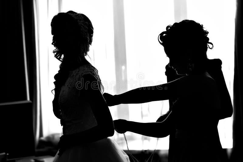 Σκιαγραφία των φορεμάτων νυφών στοκ φωτογραφία με δικαίωμα ελεύθερης χρήσης