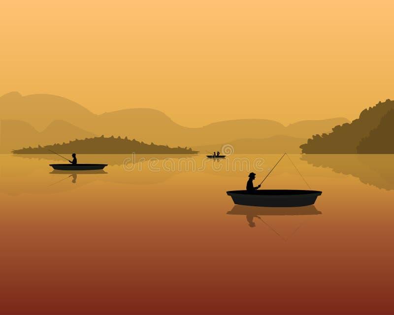 Σκιαγραφία των ψαράδων σε μια βάρκα με την αλιεία των ράβδων στο νερό τοπίο με τα βουνά, το δάσος και το ηλιοβασίλεμα ελεύθερη απεικόνιση δικαιώματος