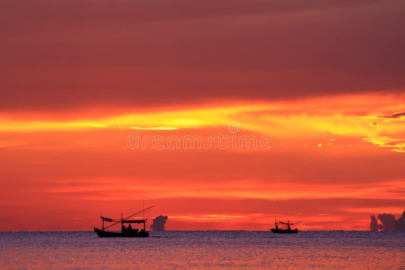 Σκιαγραφία των ψαράδων στοκ εικόνες