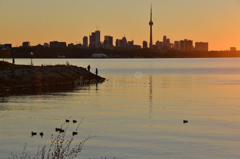 Σκιαγραφίες πρωινού στην αυγή στοκ φωτογραφία με δικαίωμα ελεύθερης χρήσης