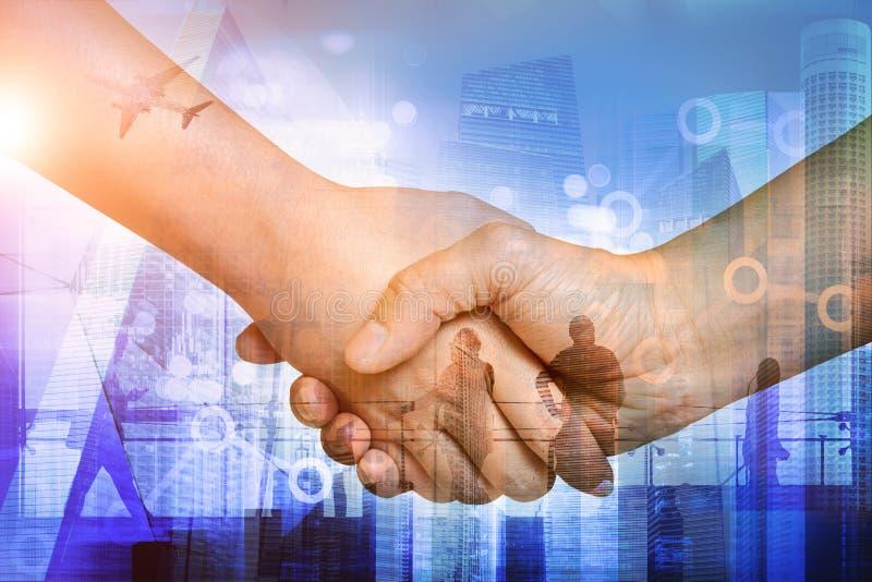 Σκιαγραφίες της εργασίας επιχειρηματιών Διπλή έκθεση των χεριών στοκ φωτογραφία με δικαίωμα ελεύθερης χρήσης