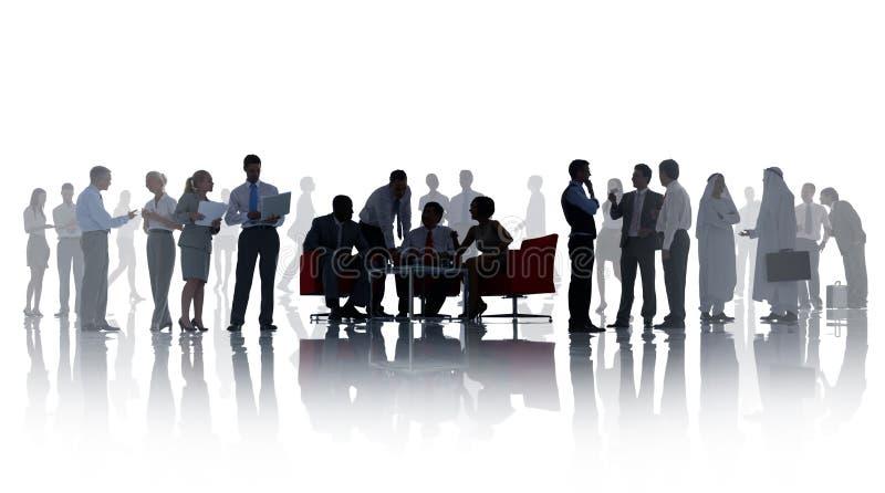 Σκιαγραφίες των επιχειρηματιών με τις διαφορετικές δραστηριότητες στοκ φωτογραφίες με δικαίωμα ελεύθερης χρήσης