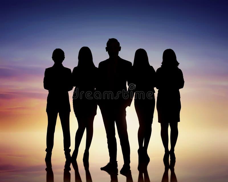 Σκιαγραφίες των επιχειρηματιών ομάδας στοκ εικόνες