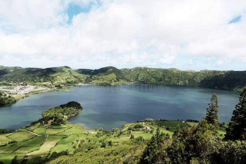 Σκιερή κατάπληξη λιμνών στοκ εικόνα με δικαίωμα ελεύθερης χρήσης