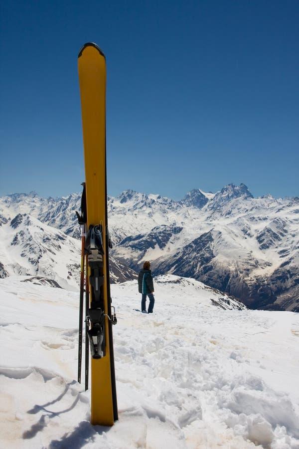 σκι κίτρινα στοκ εικόνα με δικαίωμα ελεύθερης χρήσης