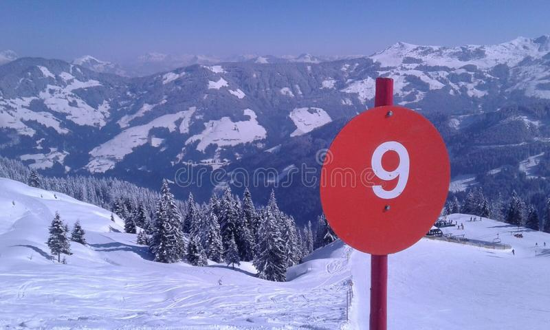 Σκι τοπίων χιονιού της Αυστρίας piste στοκ φωτογραφία