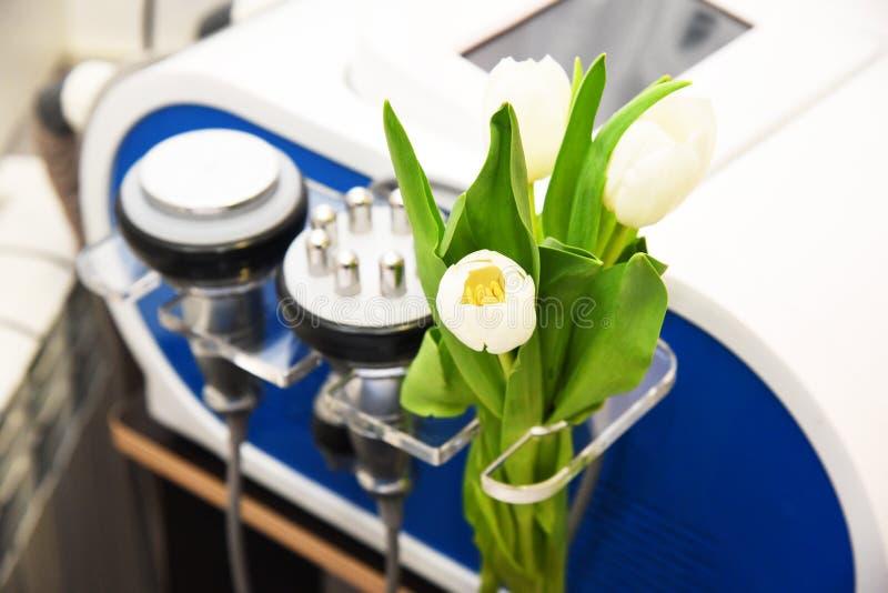 Σκλήρυνση δερμάτων RF Κενό μασάζ Cosmetology υλικού γυναίκα ύδατος σωμάτων care foot health spa Μη χειρουργικό σωμάτων αντι -αντι στοκ φωτογραφία με δικαίωμα ελεύθερης χρήσης