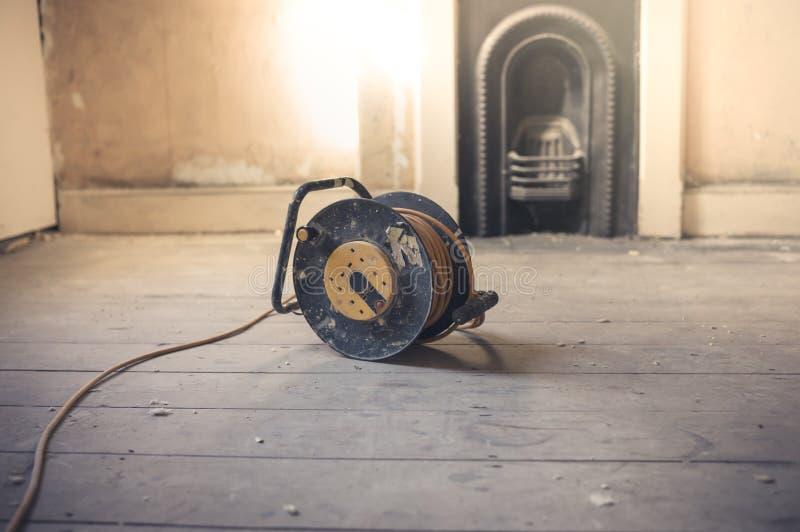 Σκοινί επέκτασης στο ηλιόλουστο δωμάτιο στοκ εικόνα με δικαίωμα ελεύθερης χρήσης