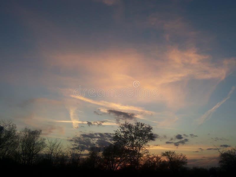 Σκοτάδι ηλιοβασιλέματος στοκ φωτογραφία με δικαίωμα ελεύθερης χρήσης