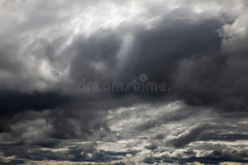 Σκοτεινά σύννεφα, κινηματογράφηση σε πρώτο πλάνο στοκ εικόνες με δικαίωμα ελεύθερης χρήσης