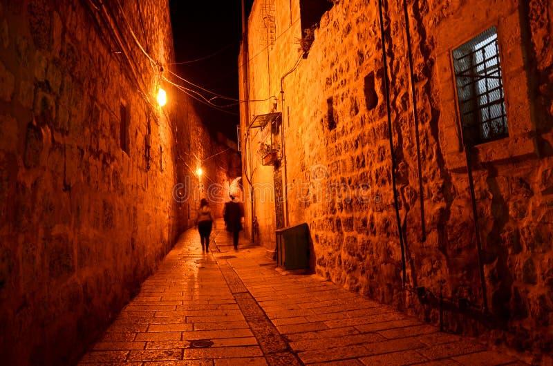 Σκοτεινή αλέα στην παλαιά πόλη στην Ιερουσαλήμ στοκ φωτογραφία με δικαίωμα ελεύθερης χρήσης