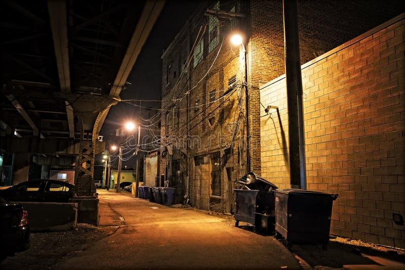 Σκοτεινή αλέα πόλεων τη νύχτα στοκ φωτογραφία με δικαίωμα ελεύθερης χρήσης