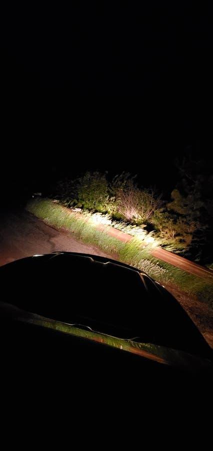 Σκοτεινή θλιβερή νύχτα στεγών ήλιων προβολέων ανατολής ξημερωμάτων nite στοκ εικόνα