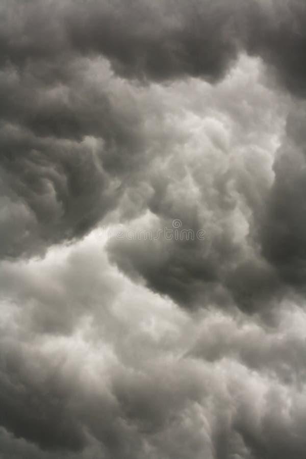 σκοτεινή θύελλα σύννεφω&n στοκ φωτογραφία με δικαίωμα ελεύθερης χρήσης