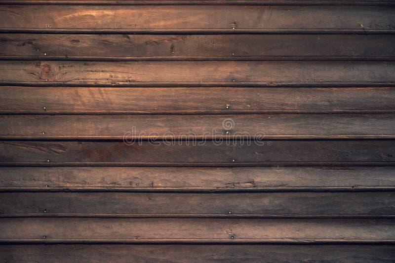Σκοτεινή καφετιά ξύλινη σανίδα του παλαιού σπιτιού παράδοσης στοκ φωτογραφία με δικαίωμα ελεύθερης χρήσης
