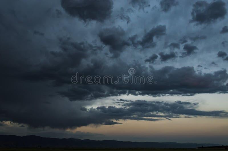 σκοτεινοί ουρανοί στοκ εικόνα
