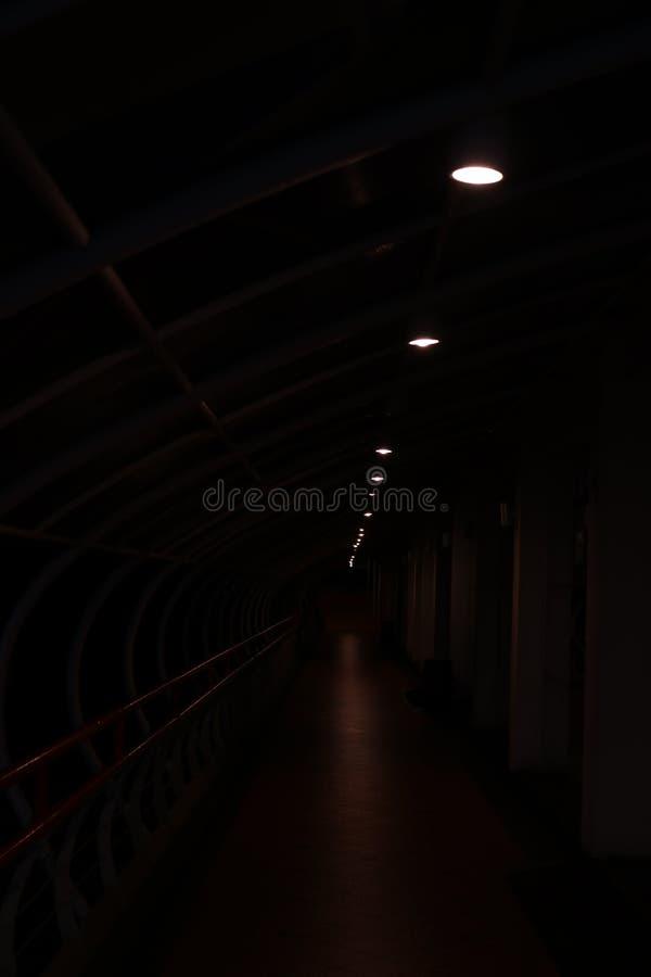 σκοτεινός διάδρομος στοκ εικόνα