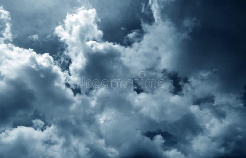 σκοτεινός ουρανός σύννε&phi στοκ φωτογραφία