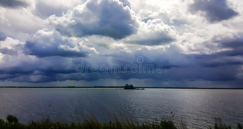 Σκοτεινός φωτεινός ουρανός στοκ φωτογραφία με δικαίωμα ελεύθερης χρήσης