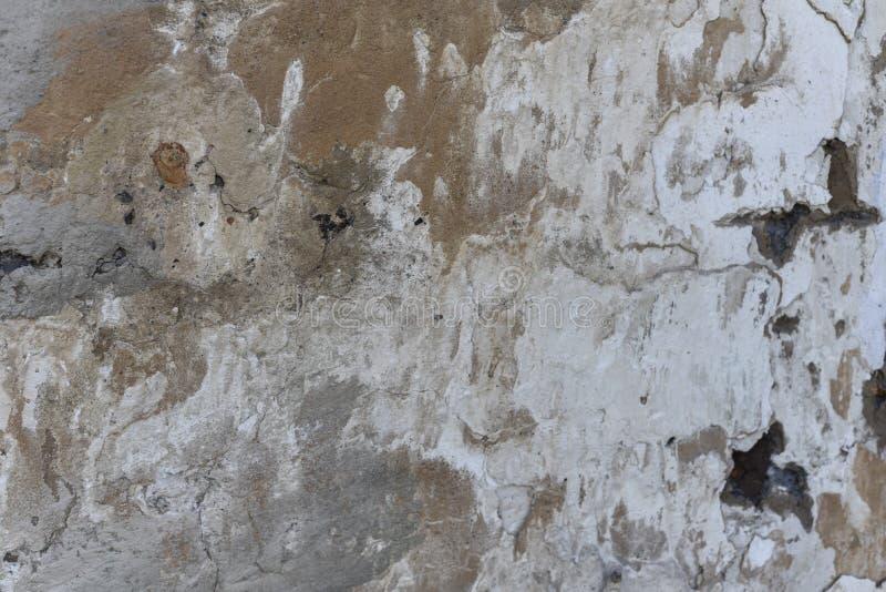 Σκοτεινό ασβεστοκονίαμα που γρατσουνίζονται, μαύρο, άσπρο, κόκκινο υπόβαθρο σημείων Παλαιός τοίχος με την γκρίζα σύσταση στόκων Α στοκ φωτογραφίες