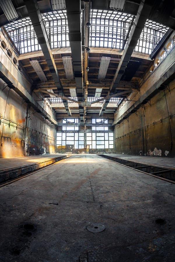 Σκοτεινό βιομηχανικό εσωτερικό στοκ φωτογραφίες με δικαίωμα ελεύθερης χρήσης