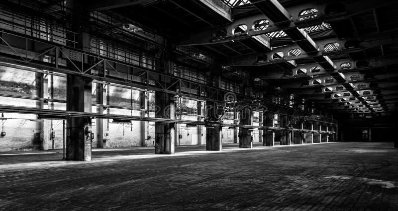 Σκοτεινό βιομηχανικό εσωτερικό στοκ φωτογραφία