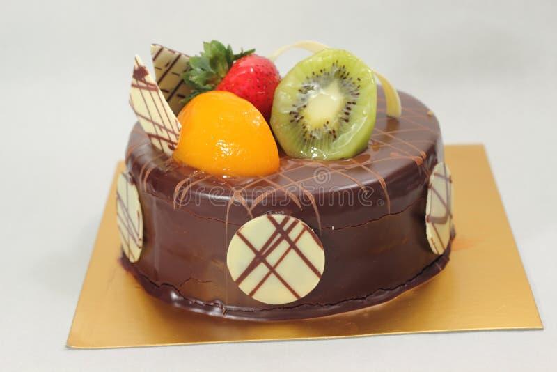 Σκοτεινό γλυκό εύγευστο κέικ σοκολάτας στοκ εικόνες με δικαίωμα ελεύθερης χρήσης