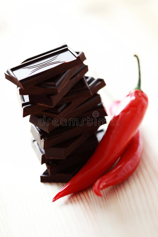 σκοτεινό πιπέρι σοκολάτα& στοκ εικόνα