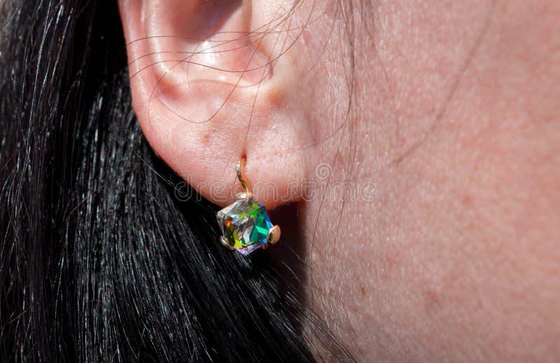 Σκουλαρίκια με την όμορφη πέτρα στοκ εικόνες
