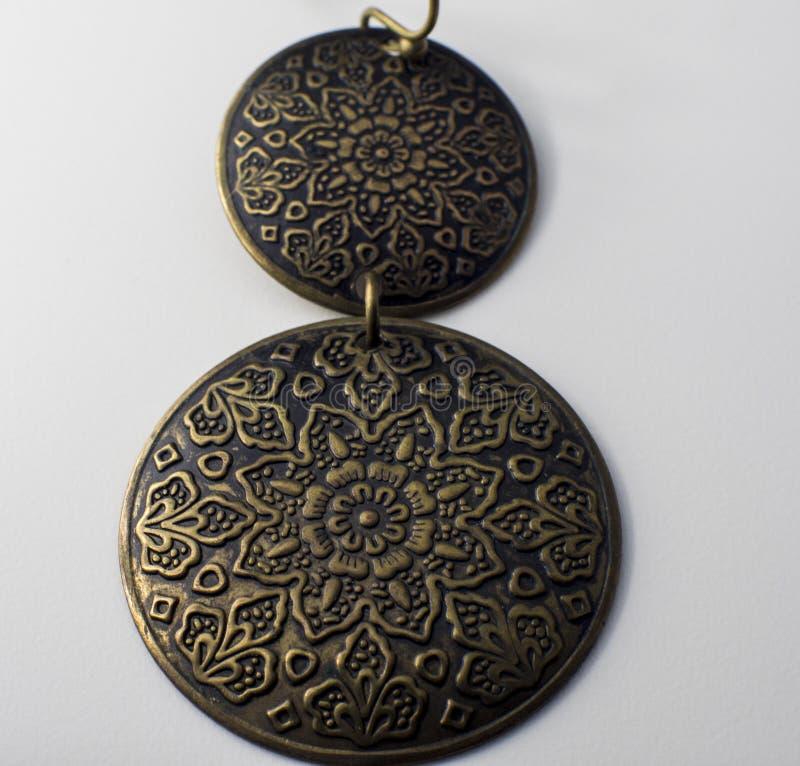 Σκουλαρίκι με δύο ρόδες στοκ εικόνες