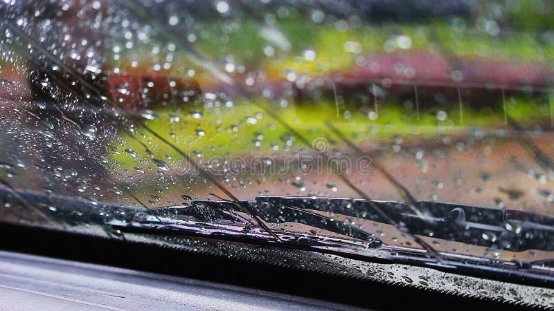 Σκουπίστε τη βροχή στον ανεμοφράκτη στοκ φωτογραφία με δικαίωμα ελεύθερης χρήσης
