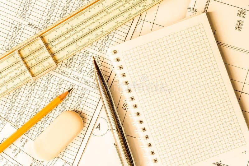 Σκουπίστε τους καθαρούς, προγραμματίζοντας μηχανικούς πλακών και τις αρχιτεκτονικές εργασίες στοκ φωτογραφία με δικαίωμα ελεύθερης χρήσης