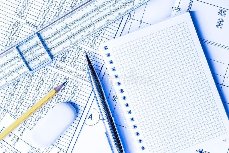 Σκουπίστε τους καθαρούς, προγραμματίζοντας μηχανικούς πλακών και τις αρχιτεκτονικές εργασίες στοκ φωτογραφία