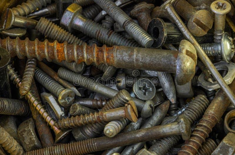 Σκουριασμένα καρφιά μετάλλων, βίδες, καρύδια, γόμφοι, πλυντήρια στοκ φωτογραφία με δικαίωμα ελεύθερης χρήσης