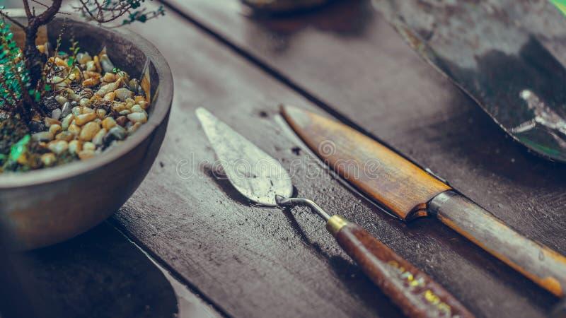 Σκουριασμένα μαχαίρι και χρώμα Trowel στοκ εικόνες