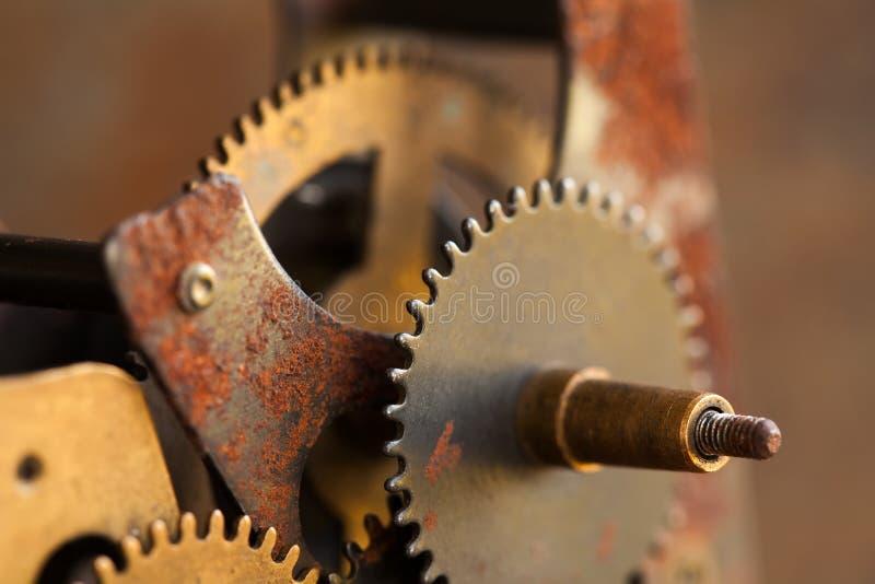 Σκουριασμένη κατασκευασμένη μακρο άποψη μηχανισμών εφαρμοσμένης μηχανικής εργαλείων βαραίνω Μαύρη μεταλλική φωτογραφία κινηματογρ στοκ εικόνες