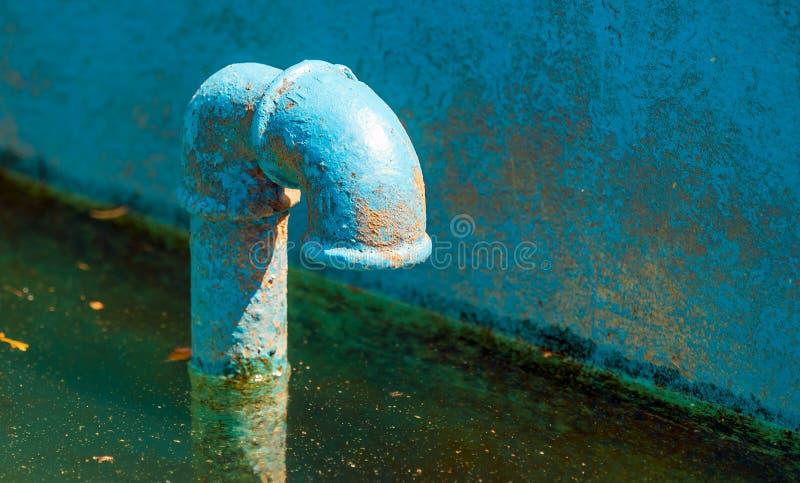 Σκουριασμένη μπλε βρύση στοκ εικόνες