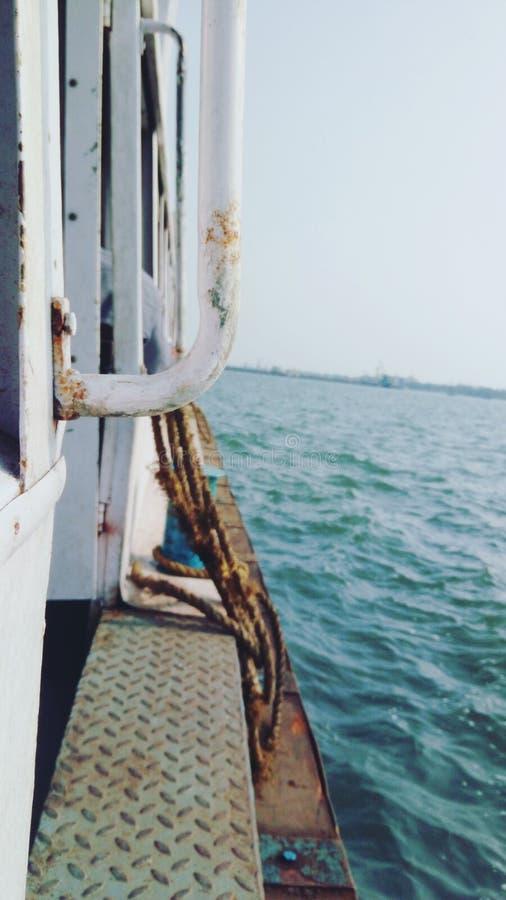 Σκουριασμένη παλαιά βάρκα στοκ φωτογραφίες
