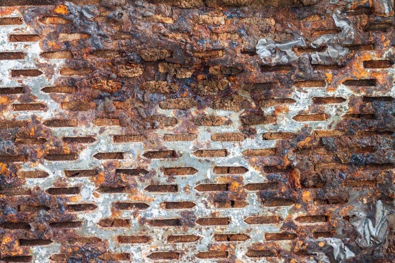 Σκουριασμένος χάλυβας στο κούτσουρο στοκ εικόνα με δικαίωμα ελεύθερης χρήσης