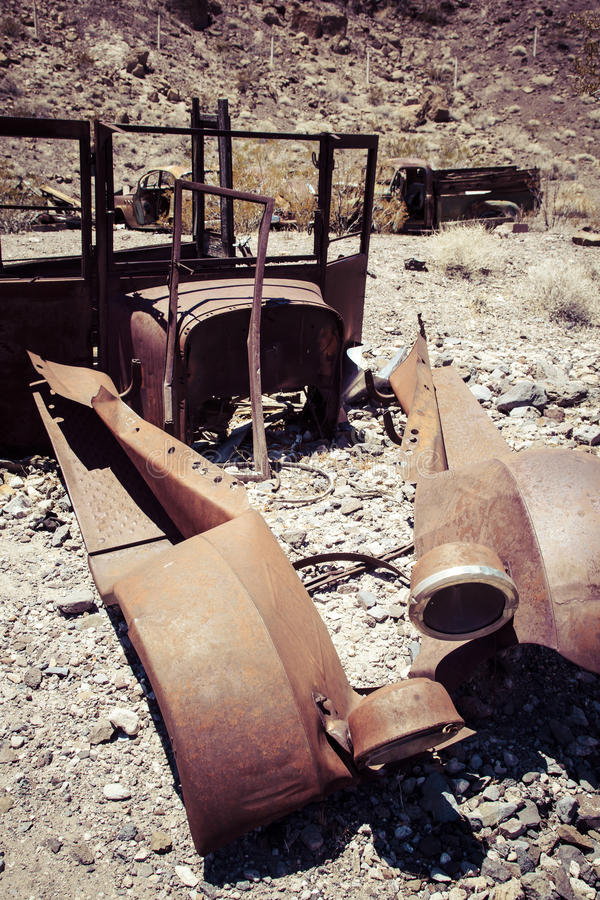 Σκουριασμένο αυτοκίνητο στην έρημο στοκ εικόνες με δικαίωμα ελεύθερης χρήσης