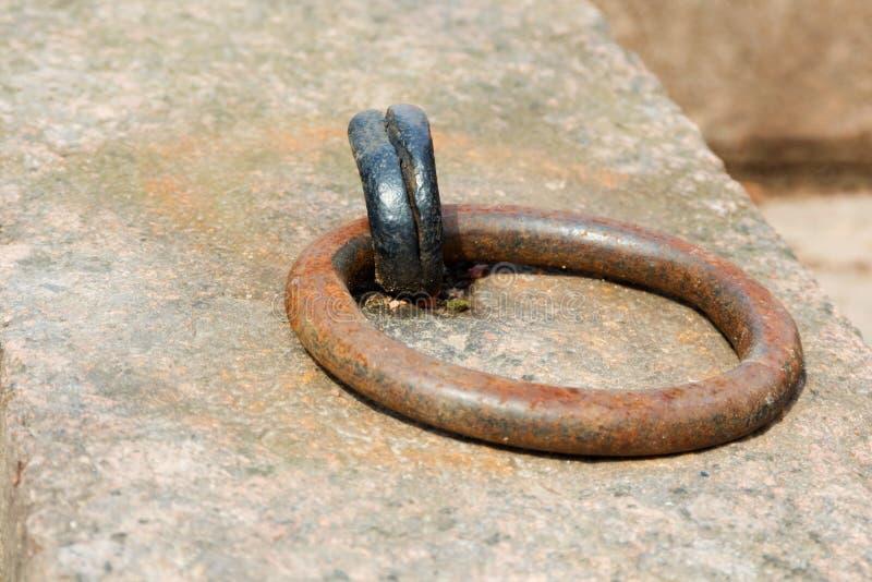 Σκουριασμένο δαχτυλίδι πρόσδεσης στοκ φωτογραφίες
