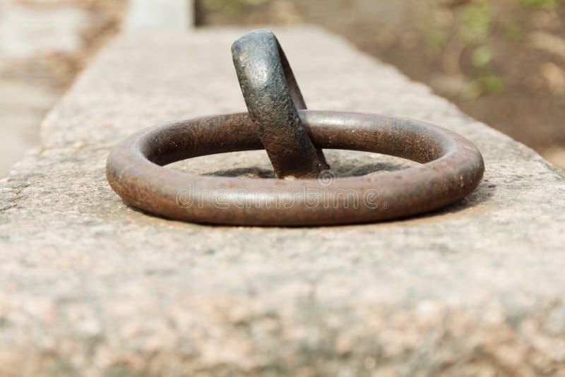 Σκουριασμένο δαχτυλίδι πρόσδεσης στοκ εικόνες