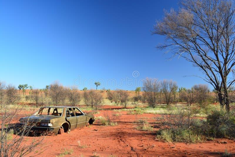 Σκουριασμένο εγκαταλειμμένο αυτοκίνητο στοκ εικόνες με δικαίωμα ελεύθερης χρήσης