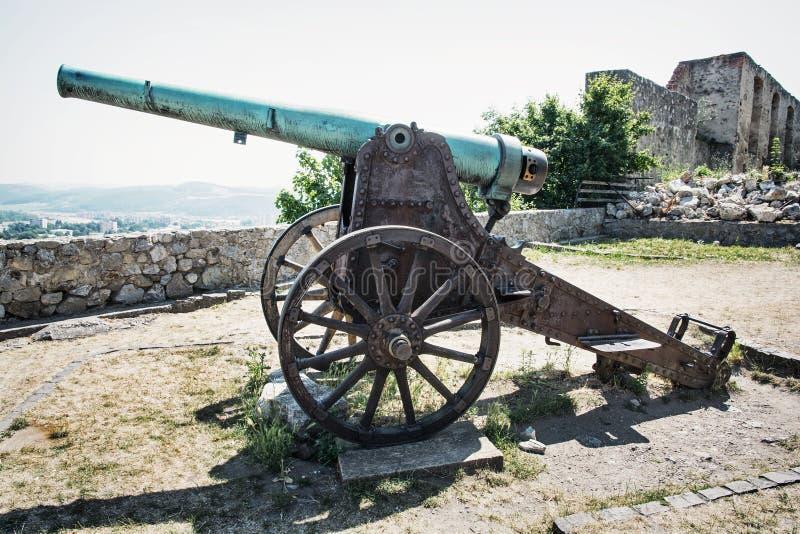 Σκουριασμένο ιστορικό πυροβόλο, Trencin στοκ φωτογραφία