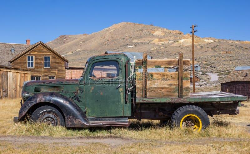 Σκουριασμένο παλαιό φορτηγό στο κρατικό πάρκο σώματος στοκ εικόνα με δικαίωμα ελεύθερης χρήσης