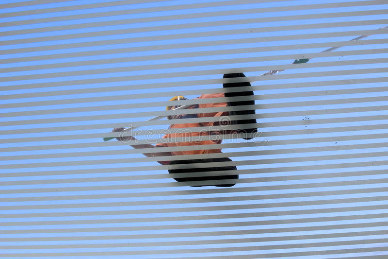 Download σκούπισμα στεγών ατόμων γυαλιού Στοκ Εικόνα - εικόνα από laborer, βακκινίων: 378775